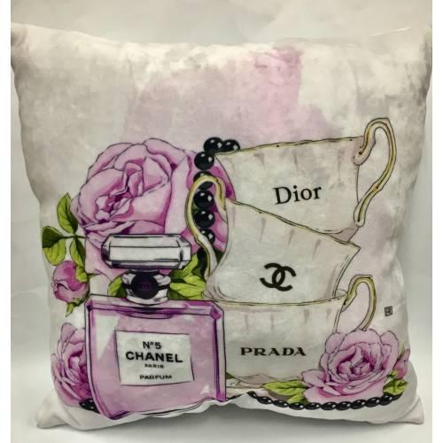 Зручна декоративна подушка по гарній ціні